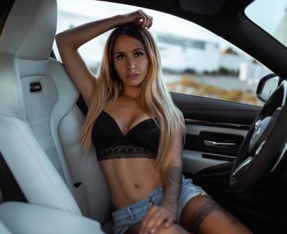 M4 спорткар, девушки и автомобили, фото девушки возле машин фотосессии девушки и авто